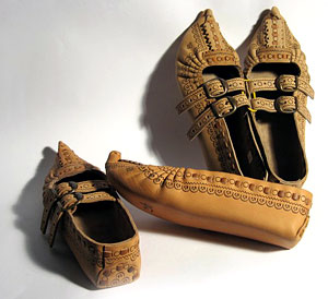 Hutsul leather postoly (shoes): poker-work, weaving, zhmurka.