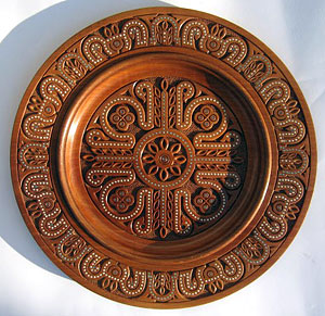 Hutsul plate: pear wood, turning, carving and beads incrustation.