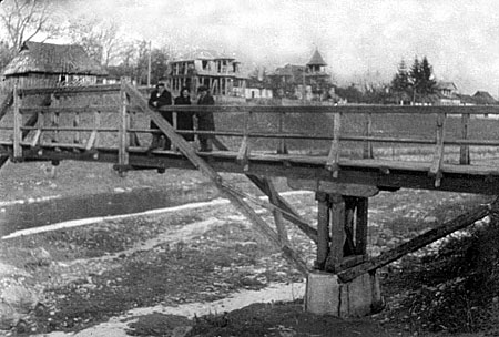 Wooden bridge near Huk
